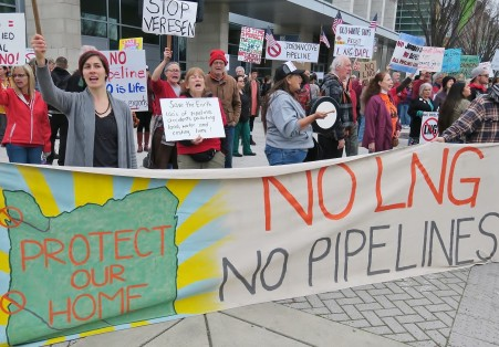 Hundreds protest Veresens Jordan Cove LNG Open House Events